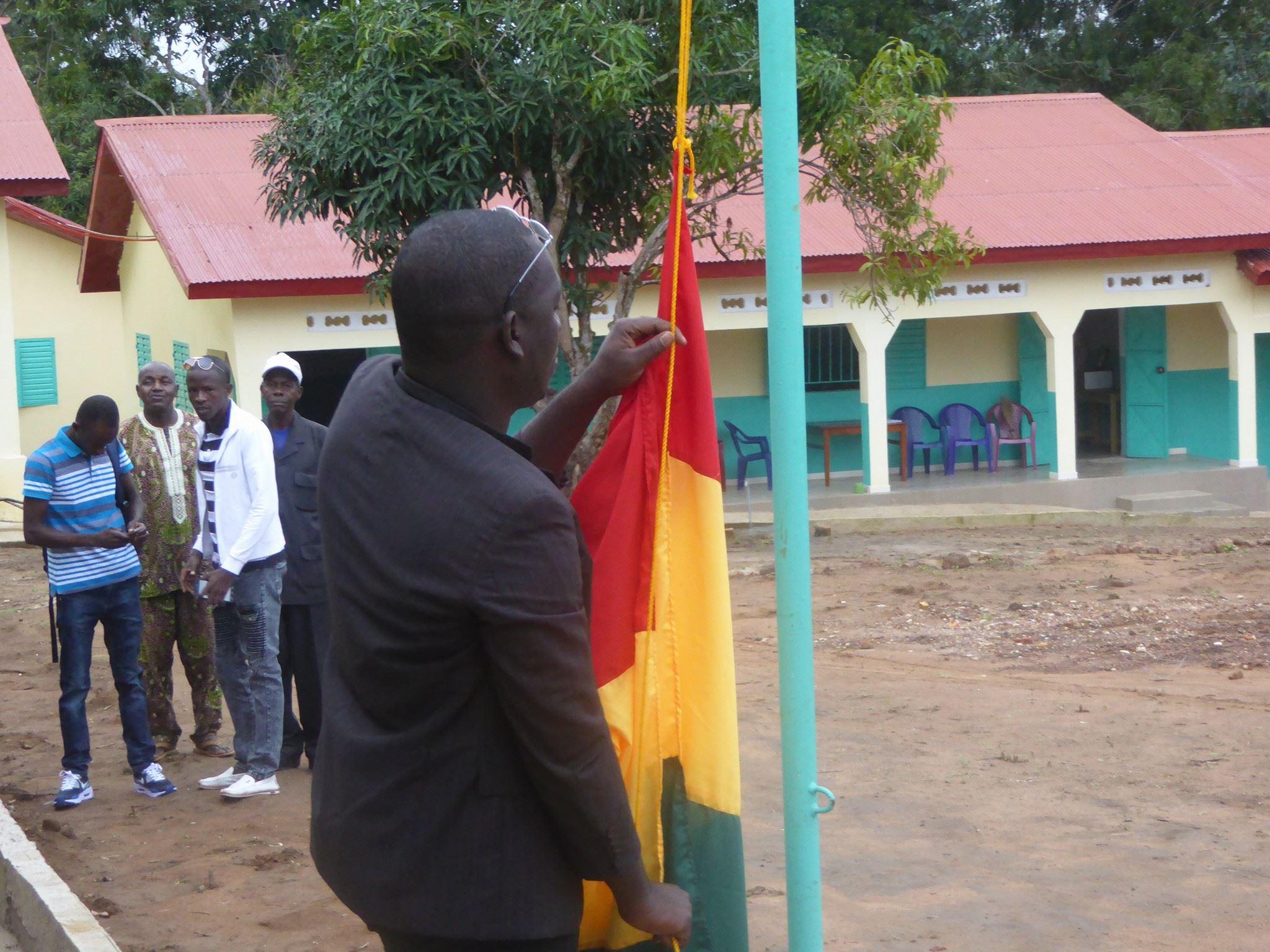 Fahne wird gehisst