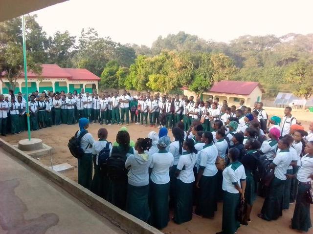 Schüler beim morgendlichen Appell
