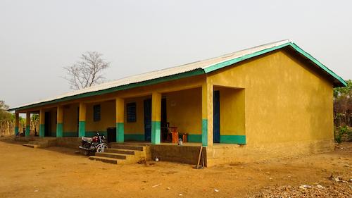 Die neu gebaute Schule
