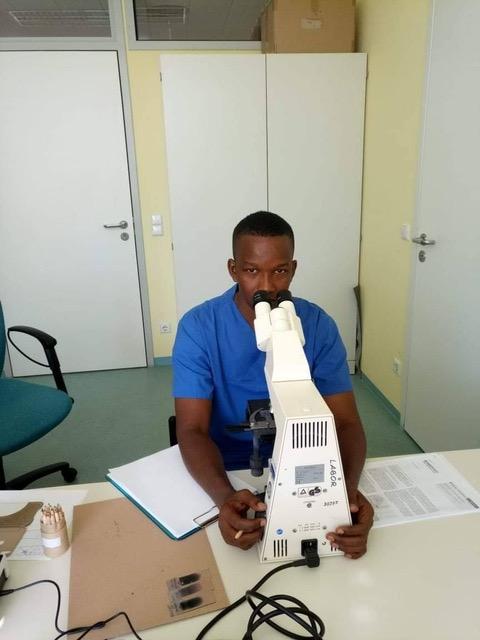 Dr Yero, der Stationsarzt